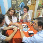 """2015 - FM NOVENTA. El legislador Juan Cabandié (FPV) visita """"La Bocina de Mi Barrio"""", con los Juntistas Cynthia Salama y Leonardo Farías."""