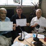 """2012 - Class FM. Los ganadores del concurso literario """"100 Años de Versailles"""" reciben sus diplomas en la radio."""