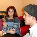 """2004 - Class FM. El poeta Tono Báez lee su poema """"Floresta"""" -que nombra a los Pibes de Floresta- ante Silvia Irigaray, mamá de Maxi."""